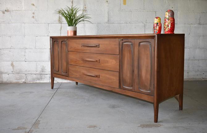 Mid Century MODERN Walnut CREDENZA dresser by BROYHILL by CIRCA60