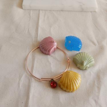 Clam Seashell Charm Bracelet by SkiinTones