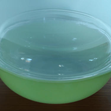 Vintage Pyrex 2 Quart Covered Casserole Dish 024 Lime Green by ModandOzzie
