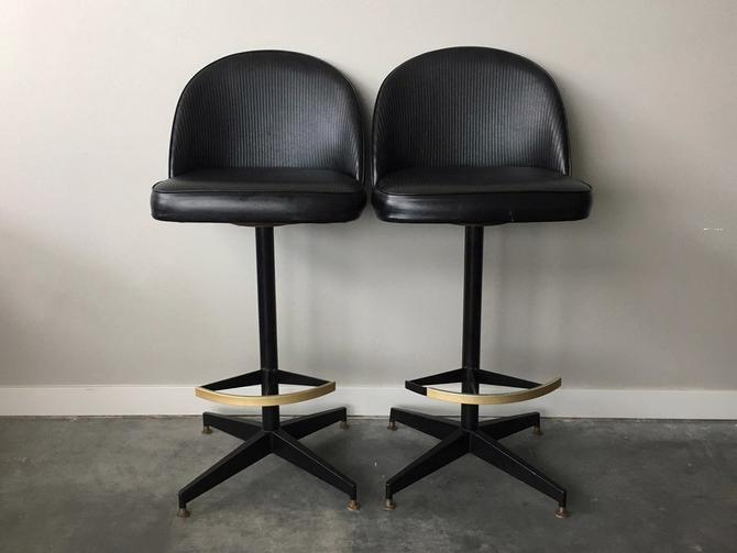 Superb Pair Of Vintage Mid Century Modern Swivel Barstools By Dailytribune Chair Design For Home Dailytribuneorg