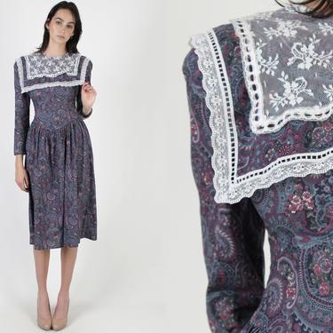 80s Gunne Sax Dress / Black Purple Ditsy Floral Lawn / Paisley Crochet Lace Collar / Jessica McClintock Deep V Open Back Midi Midi Dress by americanarchive