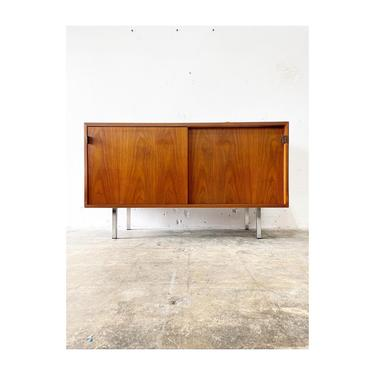 Florence Knoll Mid Century Modern Console or Credenza by FlipAtik