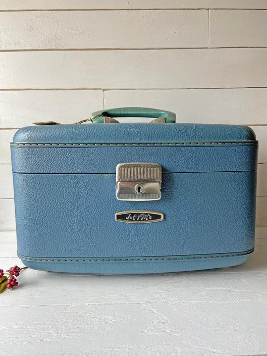 Vintage Jet Flite Luggage Suitcase Hard Sided Cosmetic Trunk, Train Case // Vintage Blue Suitcase, Suitcase Prop, Wedding Prop // Gift by CuriouslyCuratedShop