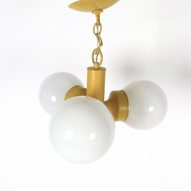 3 Globe 1970s Pendant Light