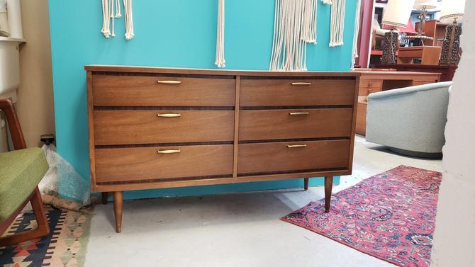 Bassert Mid-century Modern six-drawer Dresser