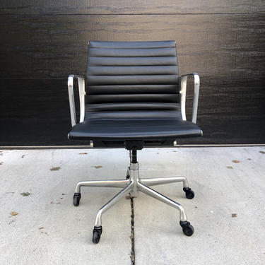 Eames EA 118 Aluminum Group Leather Chair by BentwoodVintage