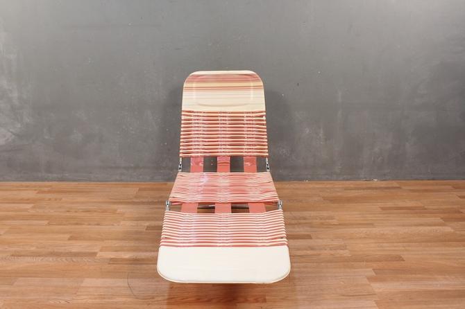 Retro Salmon Straps Folding Lounge Chair