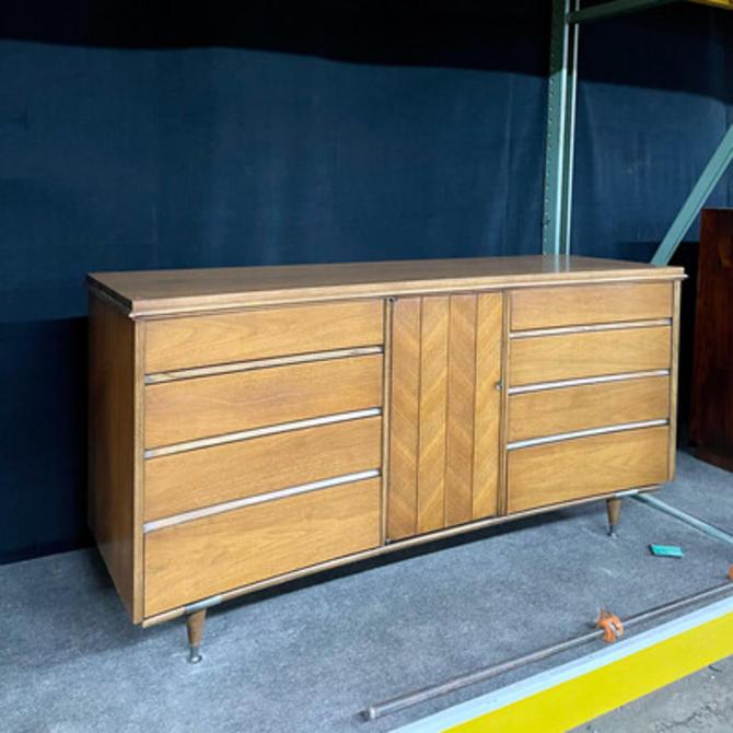 Unagusta Low Dresser