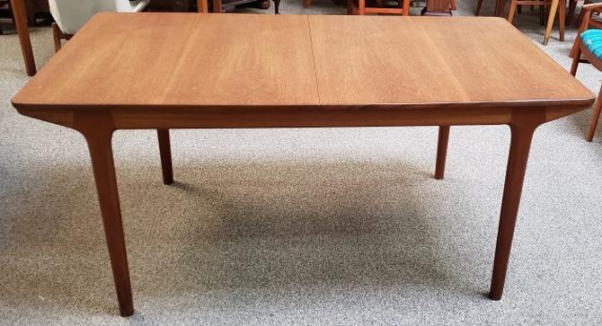 Item #R65 Mid Modern Extending Dining Table c.1970s