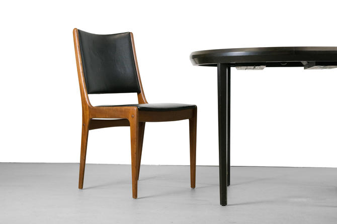 Set of 8 Johannes Andersen for Uldum Møbelfabrik teak dining chairs, 1960s Denmark. Original black vinyl upholstery Vintage by CaribeCasualShop