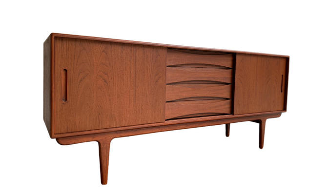 LONG + SIMPLE Mid Century Modern styled CREDENZA / Media Stand / Sideboard by CIRCA60