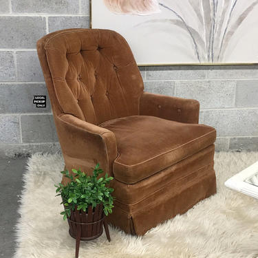 LOCAL PICKUP ONLY ———— Vintage Lounge Chair by RetrospectVintage215
