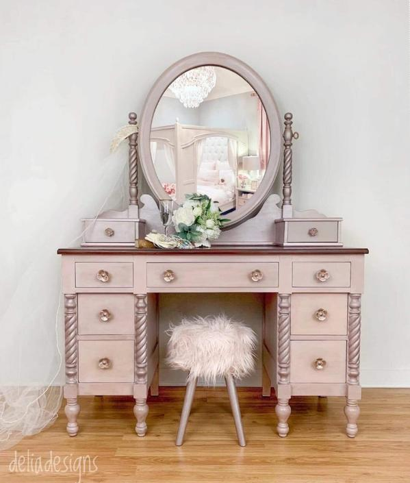Lovely vanity set, including mirror and stool. by DeliaDesignsStudio