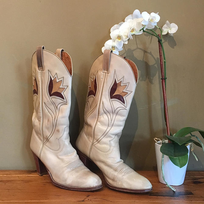 71427b66d25 URBAN COWGIRL Vintage 70s Boots | 1970s Dan Post Leather Floral ...