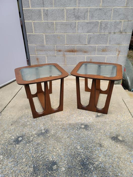 Bassett Pair of Walnut Side Tables