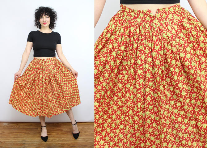 "Vintage 50's Red and Green Cotton Leaf Print Skirt / 1950's Cotton Novelty Print Skirt / Holiday / Mid Century / Women's Size XS / 24"" Waist by RubyThreadsVintage"