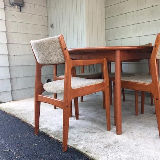 Round to Oval Danish Modern Teak Dining Table