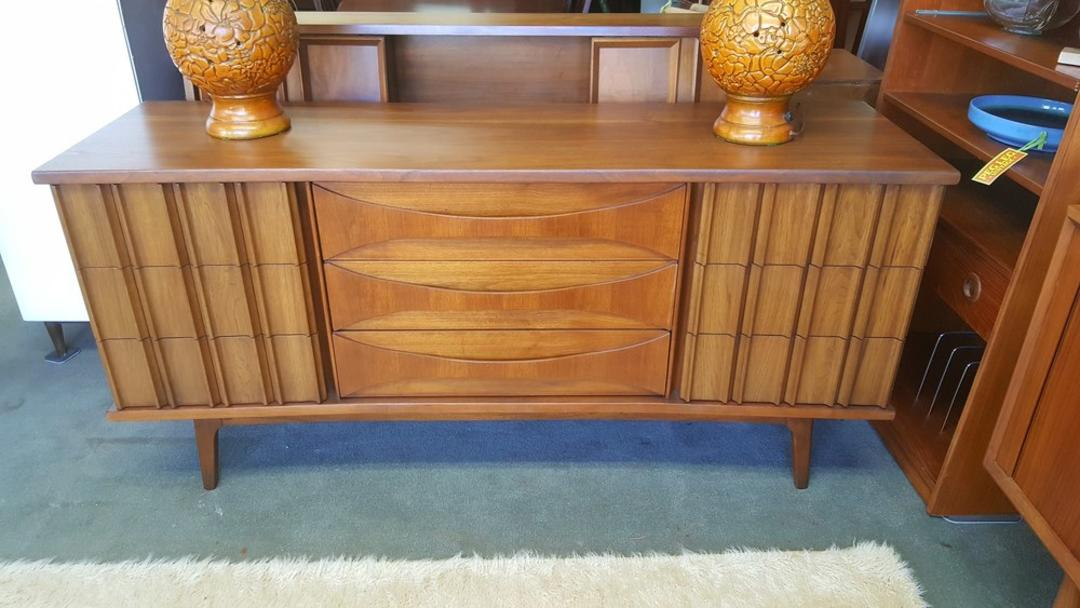 Mid Century Modern Walnut 9 Drawer Dresser With Bent Plywood Pulls By United Furniture From Peg