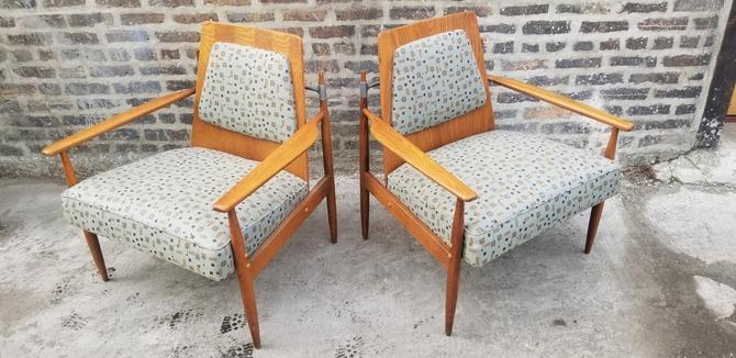 Mid Century Modern Scandinavian Peter Hvidt Designed Low Back Lounge Chairs - Pair