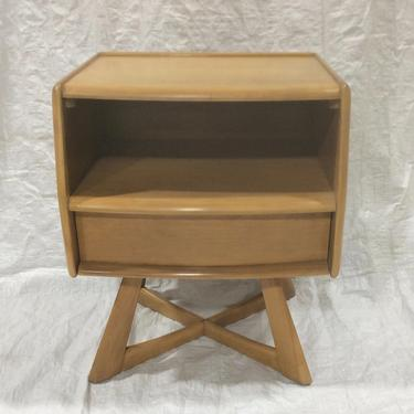 Heywood Wakefield Sculptura nightstand end table M778 by QuaboagValleyAntique