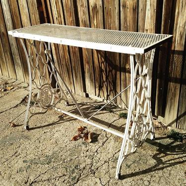 Singer seeing table #vintage #petworth #patio