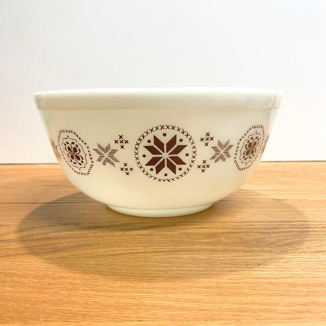 Vintage Pyrex Town and Country Round Mixing Bowl 403 Stamp Program Version by OverTheYearsFinds
