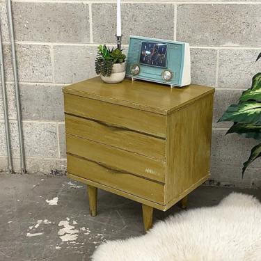 LOCAL PICKUP ONLY ———— Vintage Link Taylor Nightstand by RetrospectVintage215