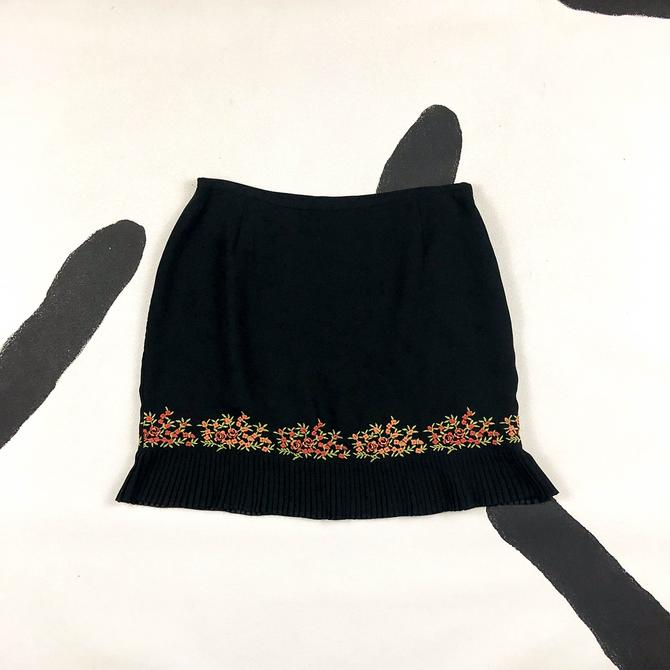 90s / y2k Black Mini Skirt with Pleated Drop Waist / Embroidered Floral Detail / Size 12 / Ruffle / Clueless / Large / 00s / L / XL / Adec / by shoptrashdotnet