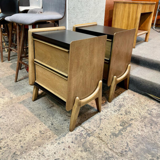 Pair United Furniture Nightstands
