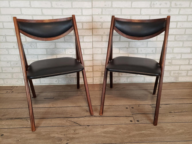 Pair of Stackmore Black Vinyl and Wood Folding Chairs by RedsRustyRelics