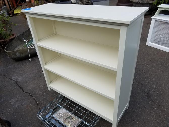 Book Shelf. 40W x 42T x 13D.