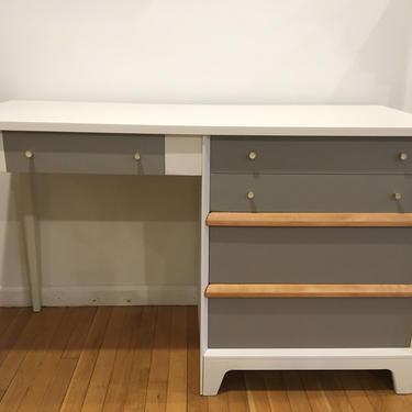 Mid-century lacquered desk || White + Grey vintage desk by FolkloveStudio