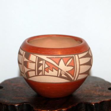 Jemez Pueblo ~ Juanita Fragua ~ Handcrafted Small Bowl / Pot ~ Fully Signed ~ New Mexico Native American Pottery by YesterdayAndTomorrow