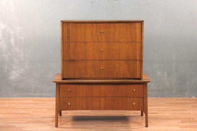 Mid Century Distinguished Walnut 5-Drawer Dresser