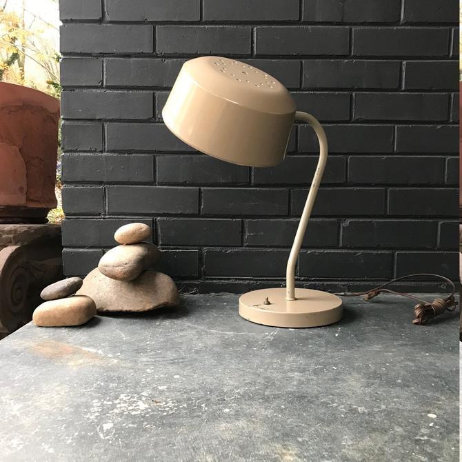 Kurt Versen (stlye) Tan Workshop Task Desk Lamp Vintage Mid-Century Modern by BrainWashington