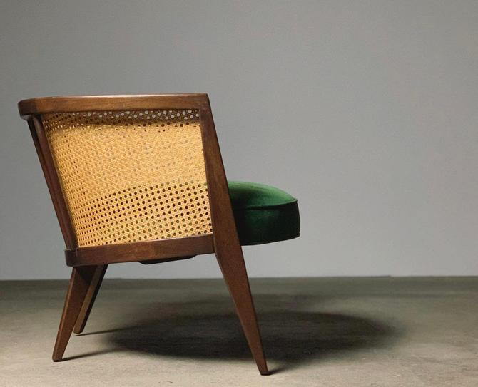 Harvey Probber Crescent Lounge Chair by midcenTree