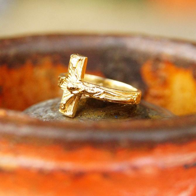 Vintage 14K Yellow Crucifix Ring, Embossed Gold Cross Ring, Wrap Around Crucifix Ring, Religious Jewelry, Jesus On The Cross, Size 7 1/2 US by shopGoodsVintage