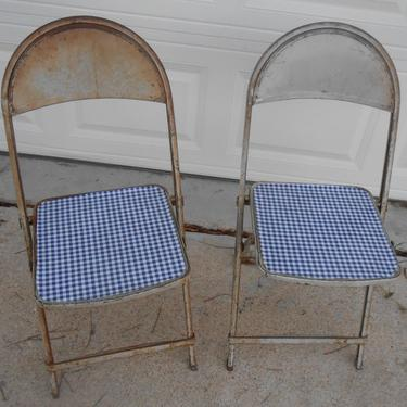 Pair of Metal Folding Chairs New Oilcloth Gingham Seat Industrial Extra Seating Rusty Metal Chippy Paint Cottage Chic by kissmyattvintage