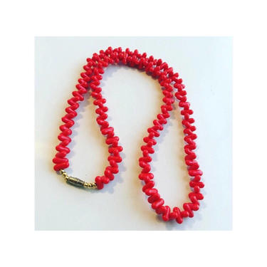 Vintage red tic-tac shaped bead necklace by MamaTequilasVintage