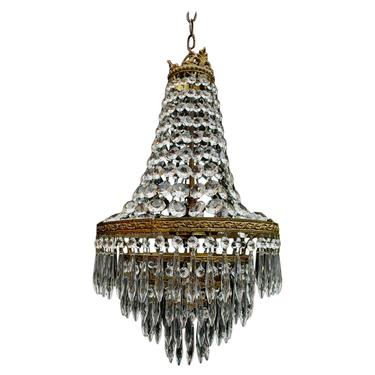 A beautiful crystal 1940's crystal pendant light, it is made of brass.