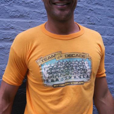 1970s Pittsburgh Steelers T-Shirt | Size M-L | Unisex | Steel Curtain | Retro 70s | NFL Memorabilia | Deadstock | Team Photo | 50-50 Shirt by HamletsVintage