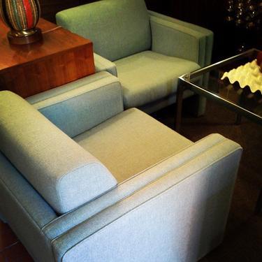 #loungechairs #seventiesclubchairs #midcentury #armchairs #blueupholsteredchairs #