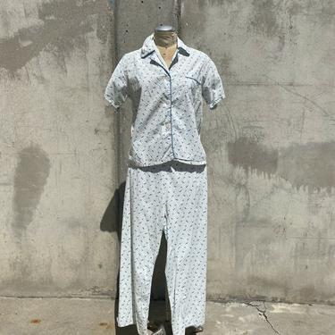 Vintage 1940s Blue Rain Umbrella Print Pajamas Lounge Blouse & Pants Vintage