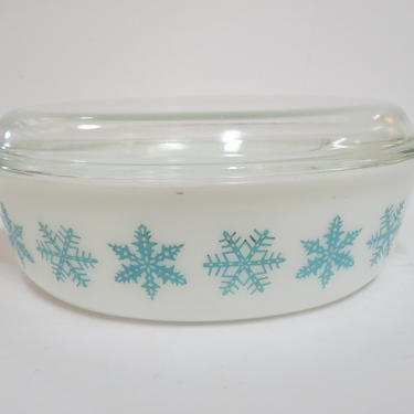 Vintage MCM snowflake pyrex covered casserole dish