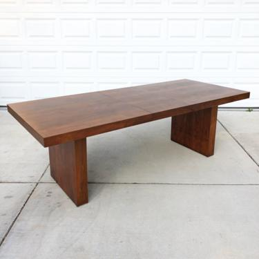 mid century Arthur Umanoff Dillingham walnut dining table expandable w 2 leaves by TripodModern