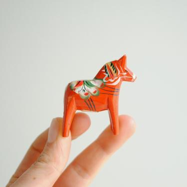 Vintage Tiny Dala Horse, Red Dala Horse, Dala Horse from Sweden, Hand Painted Dala Horse, Folk Art Horse, Wooden Horse Figurine by LittleDogVintage