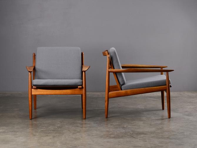 Pair of Mid-Century Lounge Chairs Svend Åge Eriksen for Glostrup Danish Modern Teak by MadsenModern