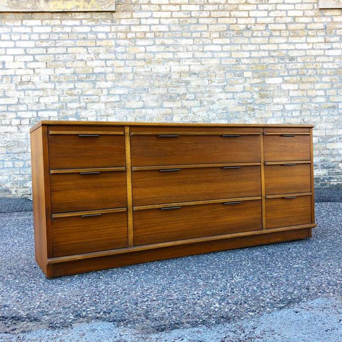 Lane Walnut 9-drawer Dresser