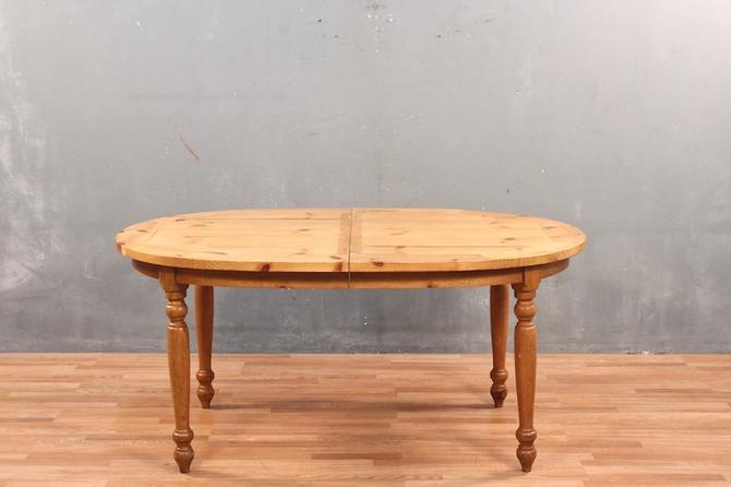 Country Pine Oval Dining Table – ONLINE ONLY