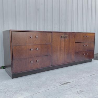 Vintage Bedroom Dresser by Founders Furniture by secondhandstory
